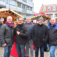 Gruppenfoto mit Özcan Pancarci vorm SPD-Stand beim Budenzauber 2019